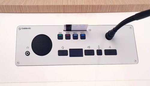Système de conférence encastré vote interpretation simultanée Televic Conference